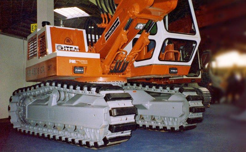 pale cingolate in una macchina agricola a marchio ITEA