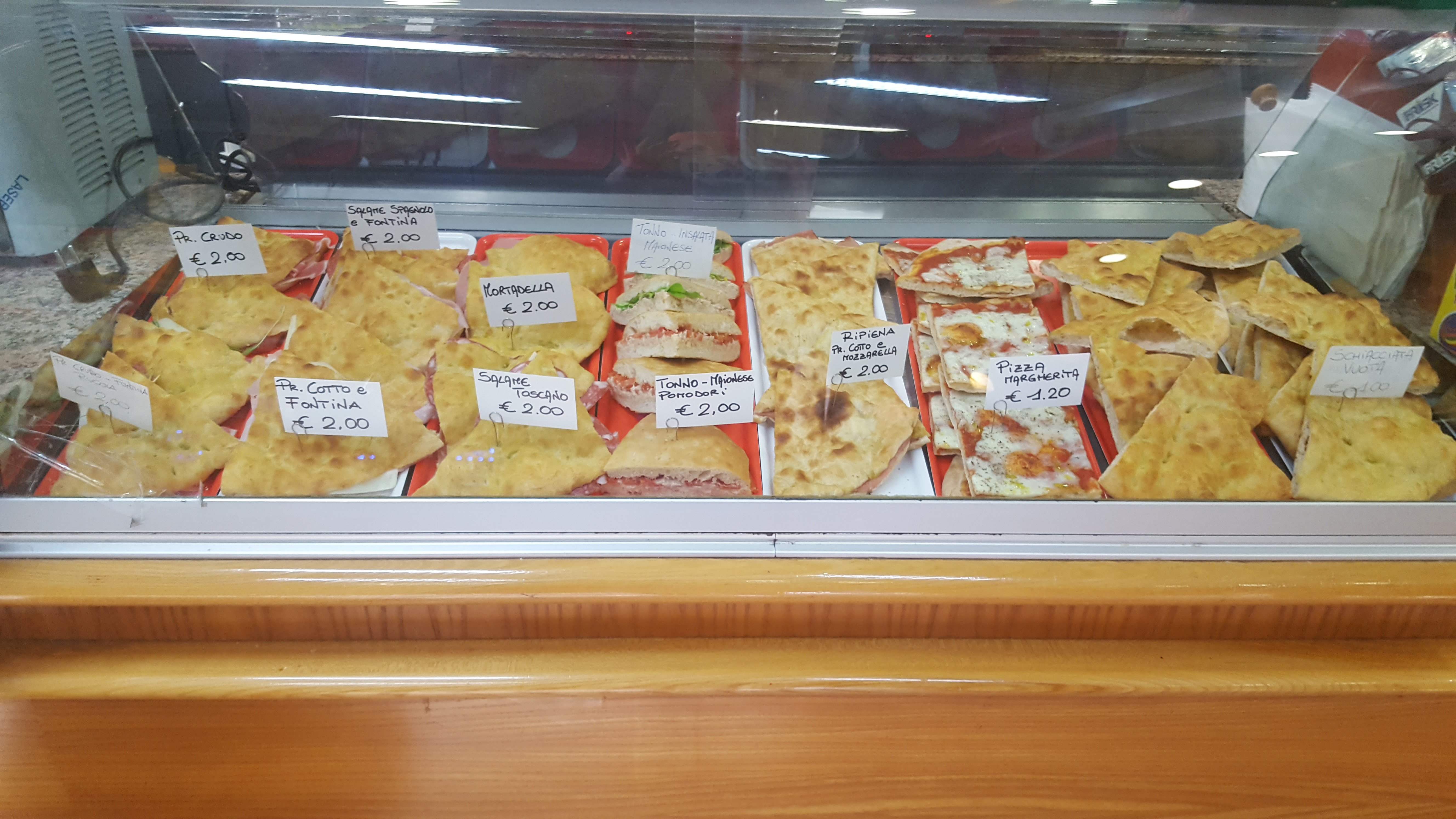banco prodotti salati focaccia e pizze