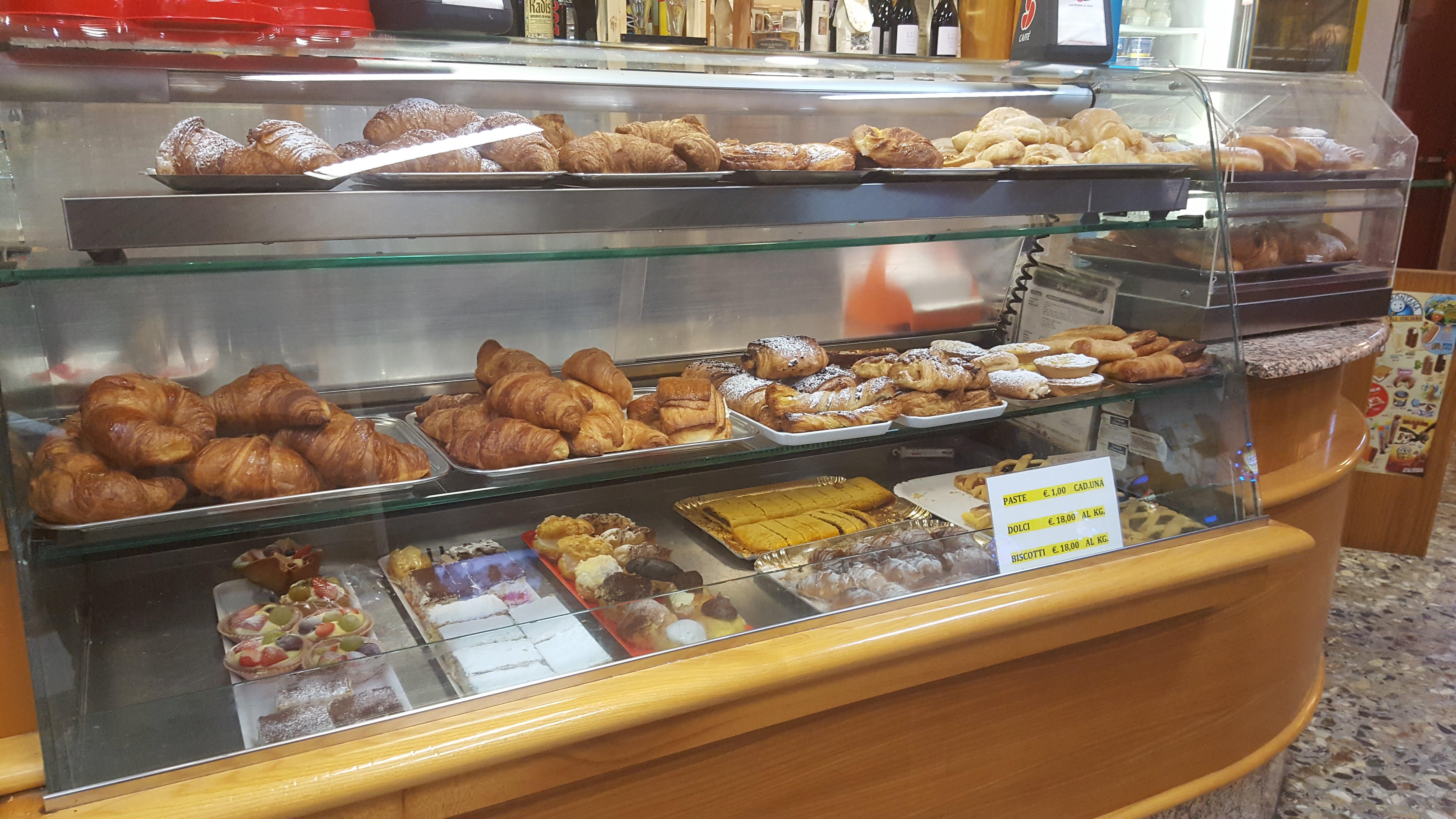 banco esposizione dolci colazioni