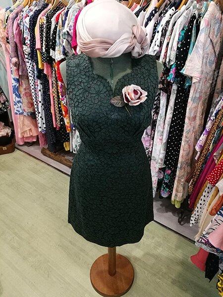 couture con vestito verde in stile vintage