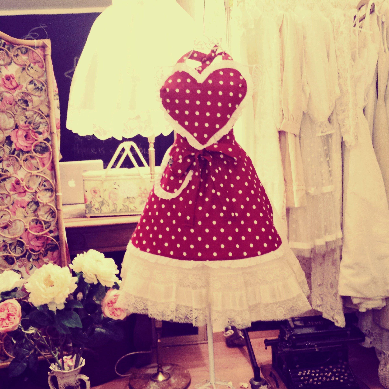 crazione vestito rosso con cuore a pois