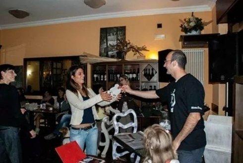 Foto apericena Mobili storti al ristorante caffè saluzzo