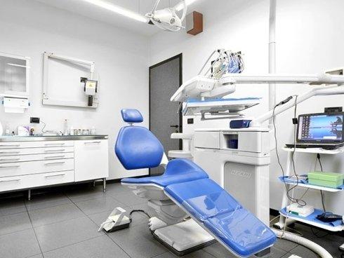 Presso lo studio di odontoiatria vengono eseguiti trattamenti di pulizia e di igiene orale.