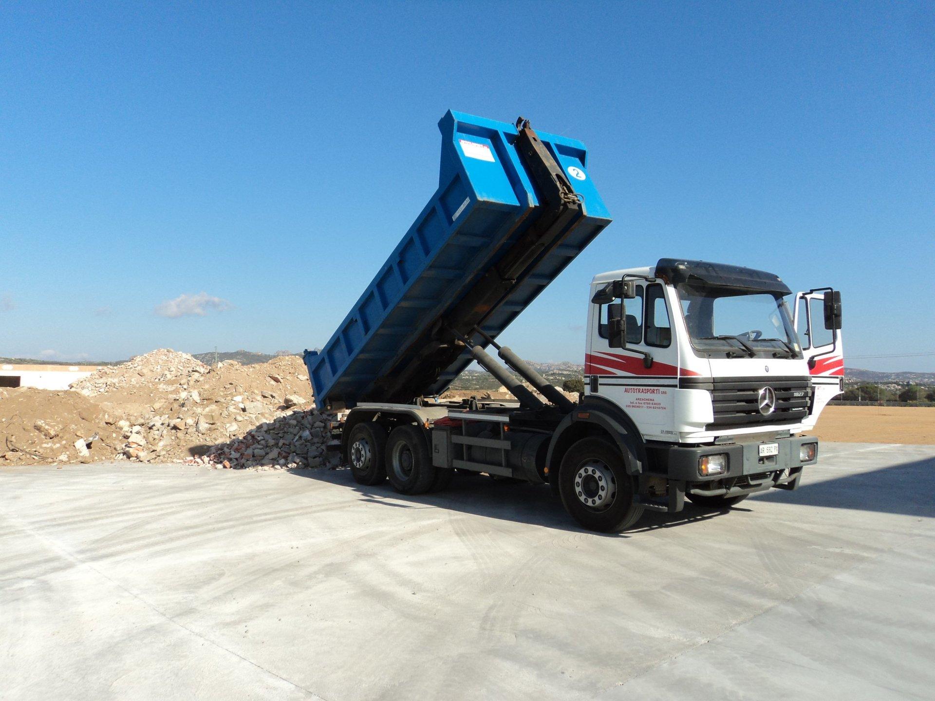 camion per scarico terra