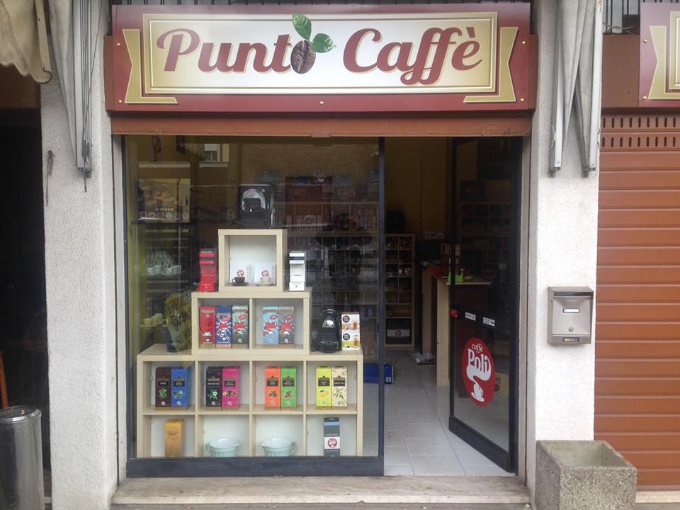 vista da fuori del negozio Punto Caffè
