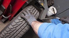 servizi di autofficina; smontaggio pneumatici; sostituzione di pneumatici