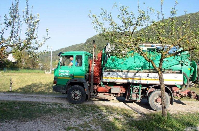 camion pulizia fosse settiche