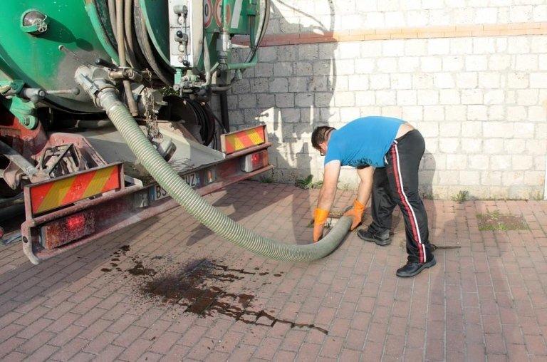 operatore pulizia fosse settiche