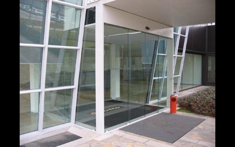 Bussola di ingresso con porte automatiche