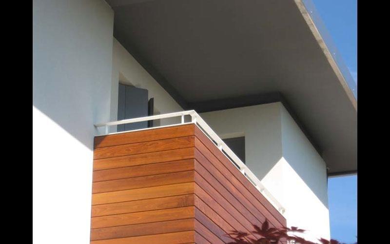 Corrimano di finitura per terrazzo in legno