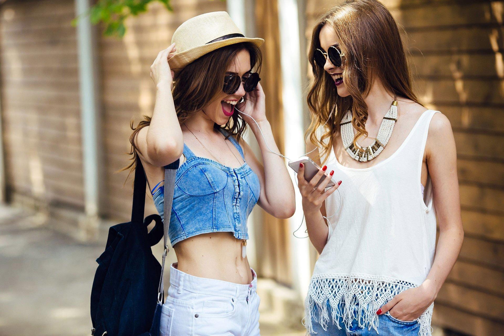 happy-teens-mobile