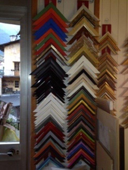 cornici in legno, cornici su misura, negozio di cornici