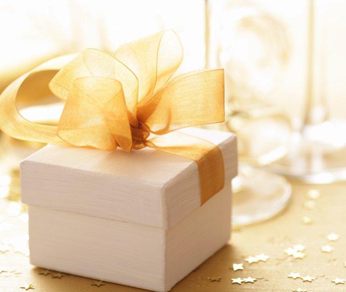 pacco regalo con fiocco