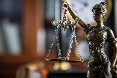 statua della giustizia e della bilancia