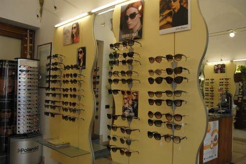 occhiali in vetrina