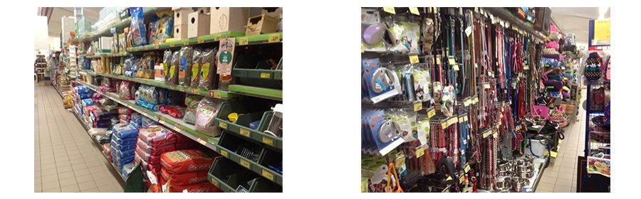 dei prodotti per animali e dei guinzagli nelle corsie del negozio