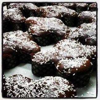 dolci per festività, pignolata, panettone artigianale, biscotti