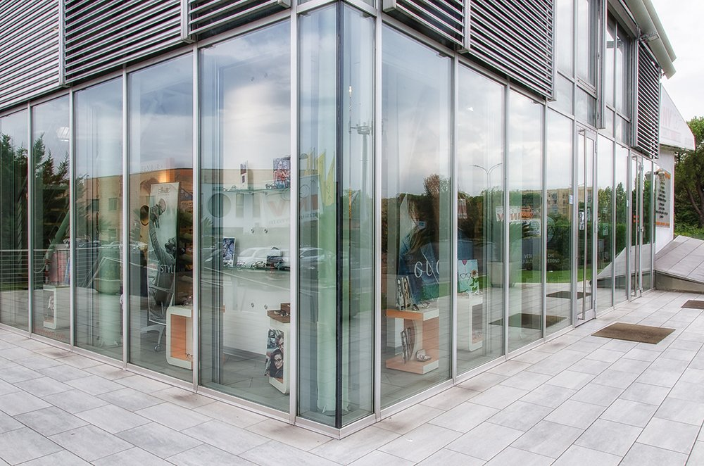 vetrata negozio da esterno