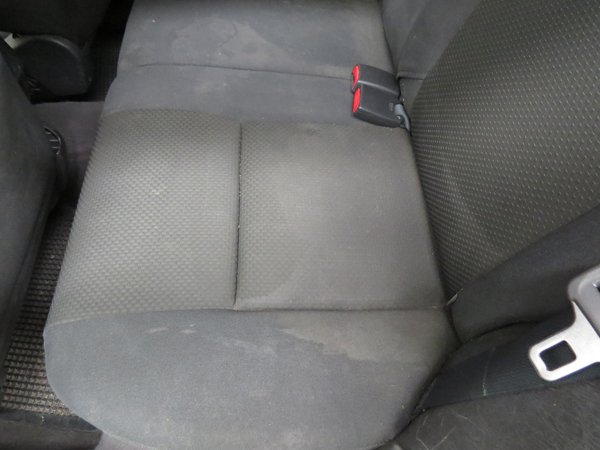 sedili grigi di velluto