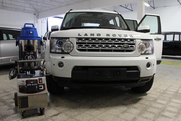 vista frontale auto LAND ROVER bianca