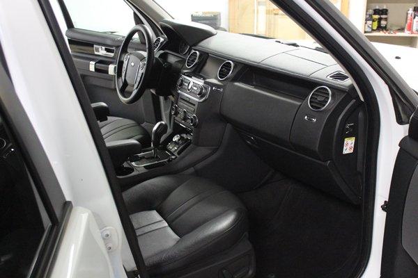 vista laterale di un interno auto