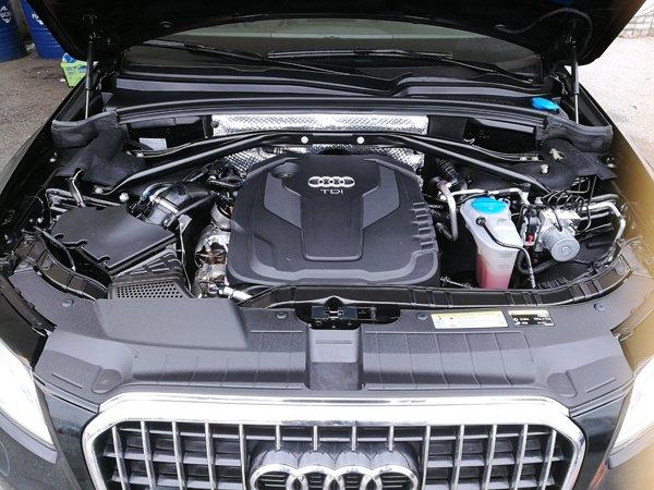 motore di un' auto