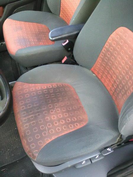 sedile guidatore sporco