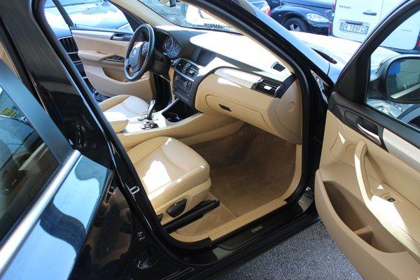 interni auto anteriori in pelle beige