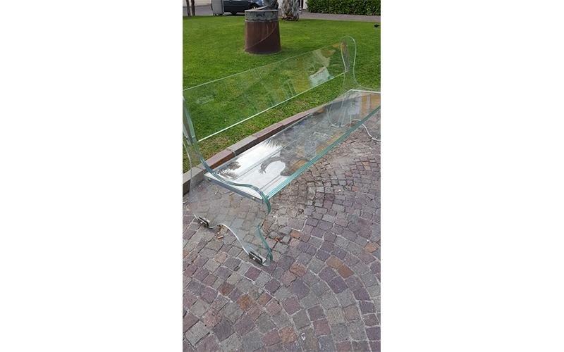 Panchina di vetro