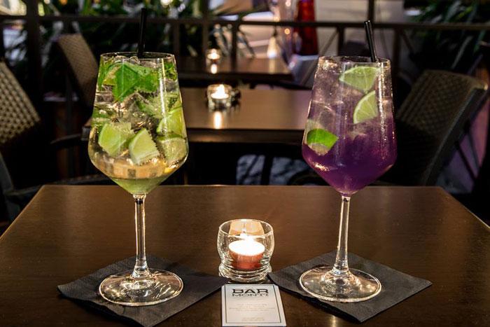 due cocktail al bar