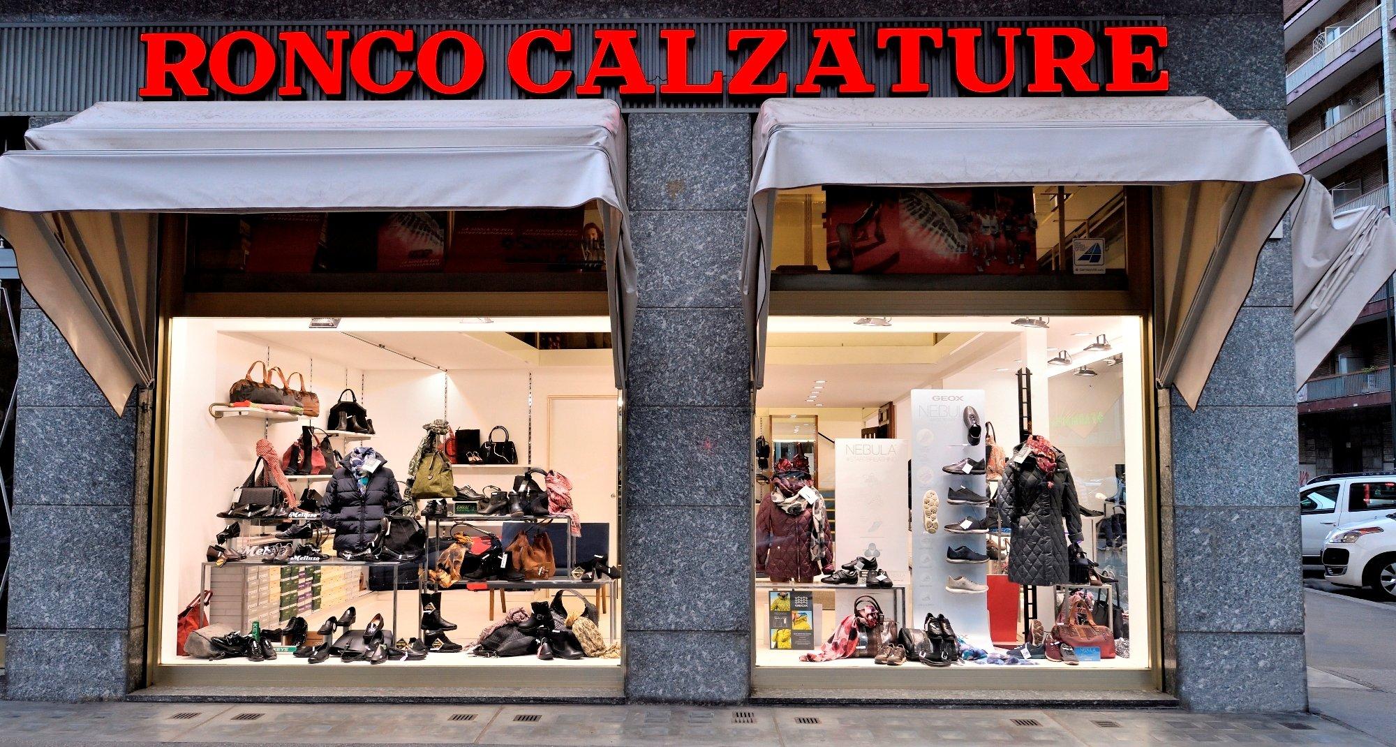 Vista interna del negozio Ronco Calzature a torino