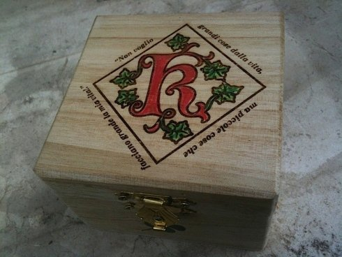 cassetta in legno incisa