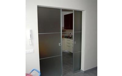 Porta scorrevole vetro e alluminio