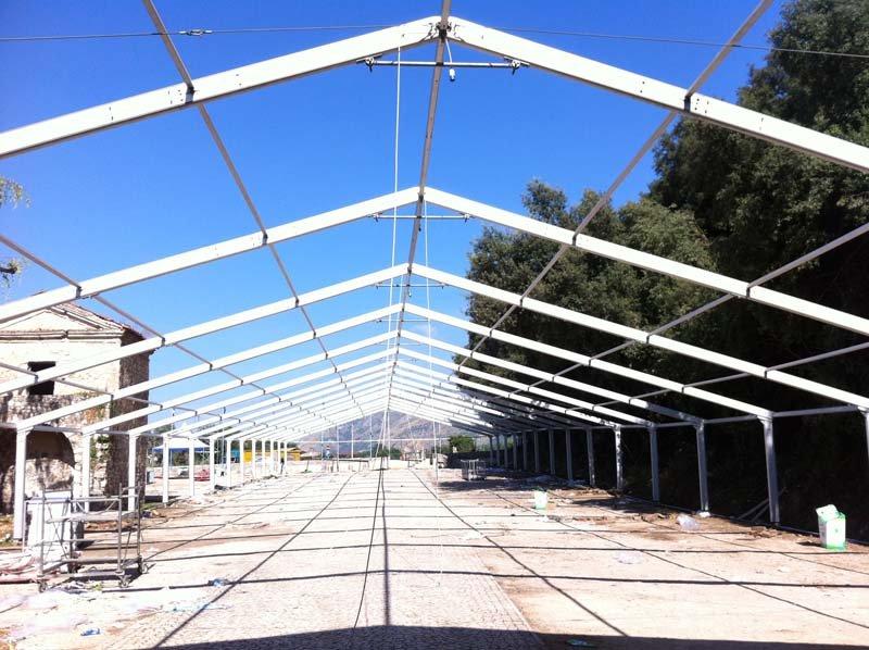 Struttura di un capannone del Giffoni Film Festival