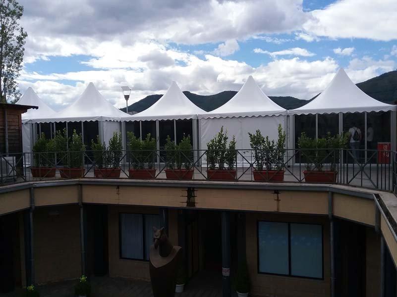 Pagode per feste ed eventi in un'ampia balconata