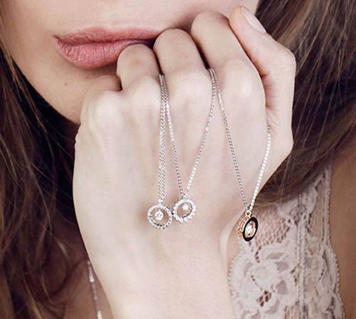 braccialetto in vista su mano donna