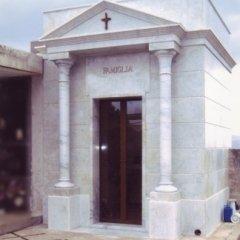 cappella funeraria in marmo