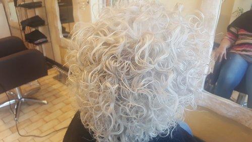 capelli bianchi e ricci
