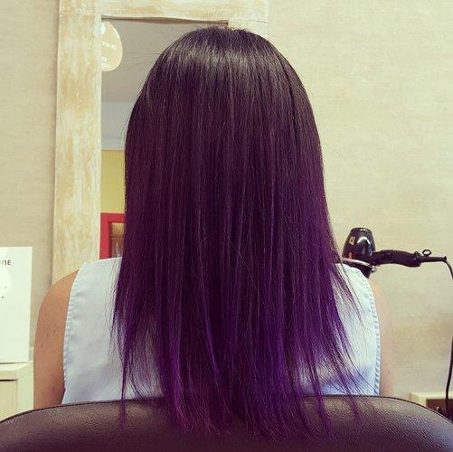 capelli neri lisci con punte viola