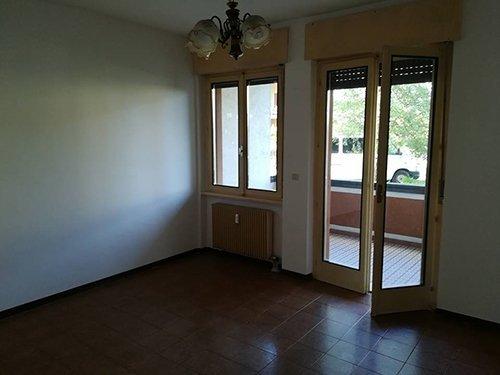 Camera con porta-finestra dell'appartamento a Cles