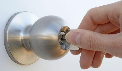 lock in door knob