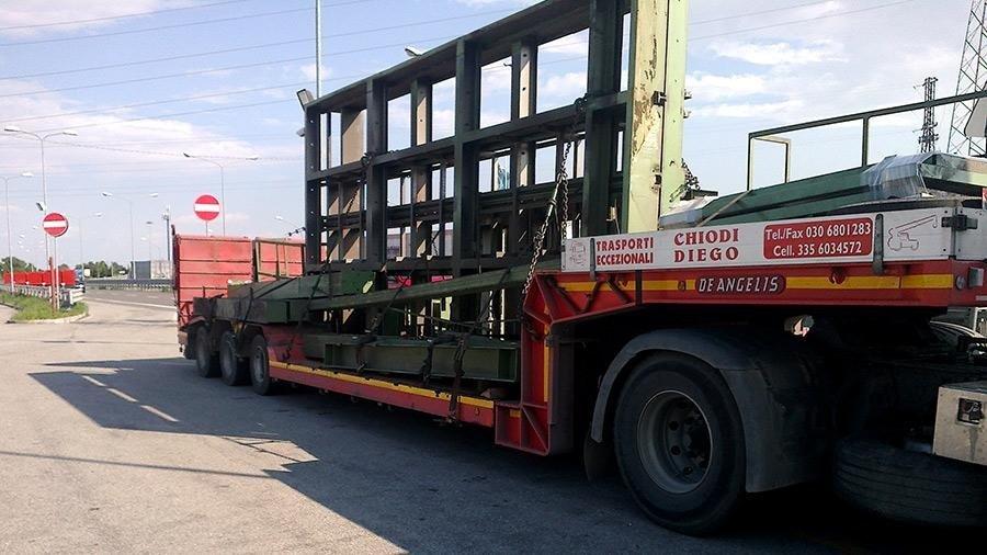 trasporto carpenteria con semirimorchio ribassato