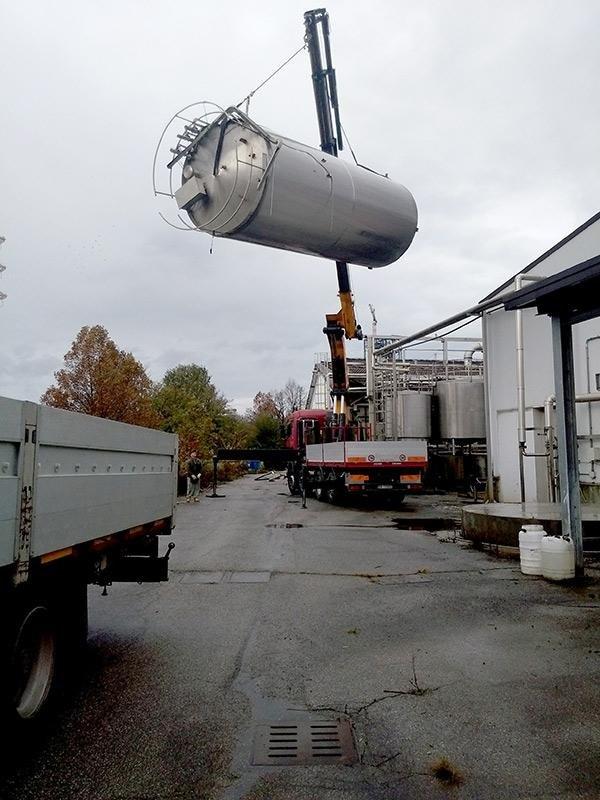 movimentazione con gru cisterna
