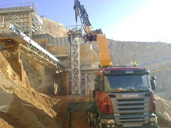 posizionamento in quota di carpenteria in cava