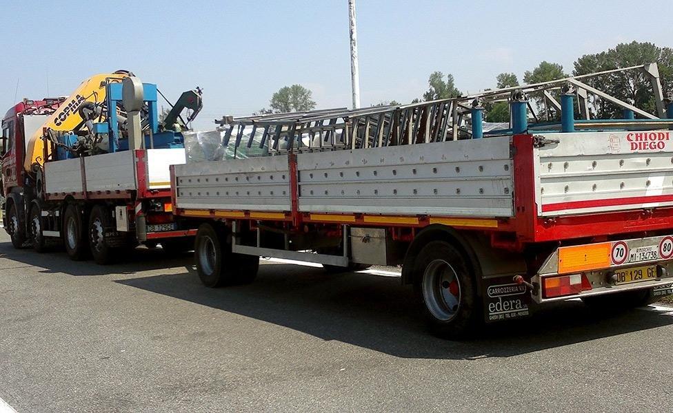 rimorchio trasporto merci