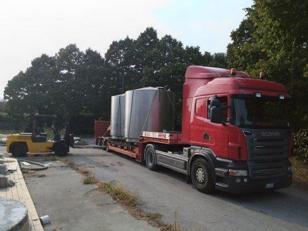 Carico trasporto cisterne carrello elevatore