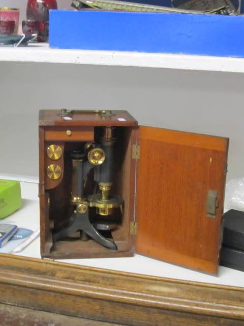 J & J Howe Auction microscope