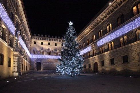piazza illuminazione natalizia