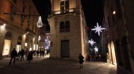 illuminazione natalizia via