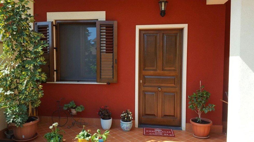 Produzione porte in legno Caltanissetta